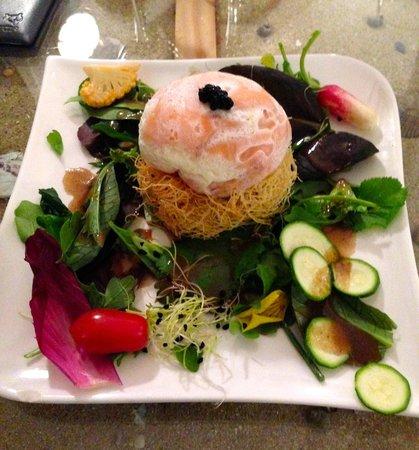 Les Embruns : Oeuf poché au saumon sur lit croustillant