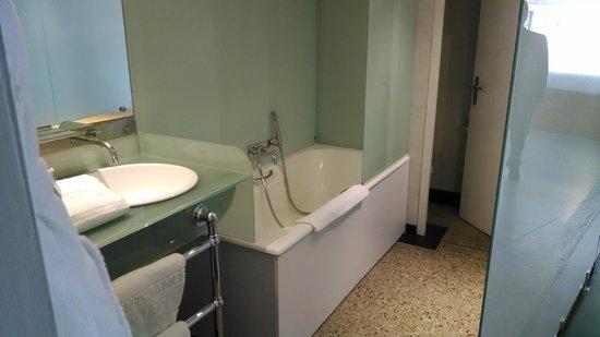 Hotel Le Saint-James Relais & Chateaux : Bathroom