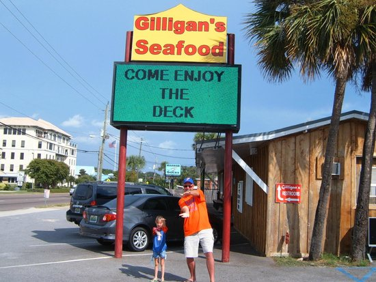 Gilligan's Seafood: Gator Chomp At Gilligan's!!