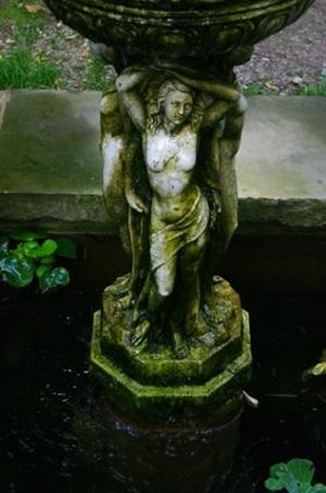 Les 3 gr ces picture of le jardin d 39 eden tournon sur for Jardin d eden