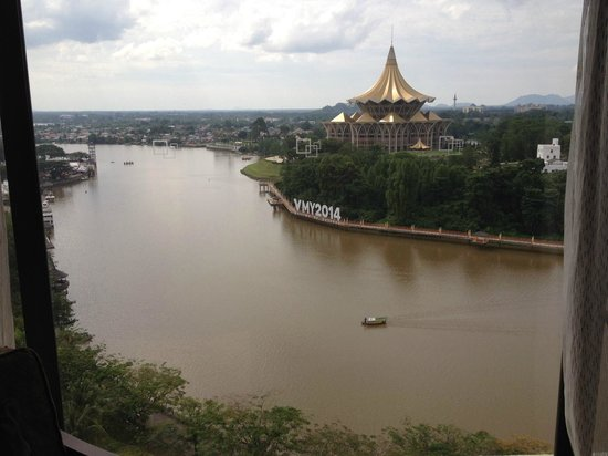 Hilton Kuching: view of the river and parliament building