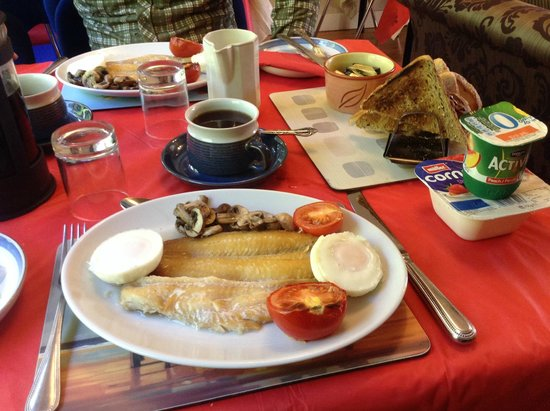 The Cuillins: Breakfast with local Tarbert haddock