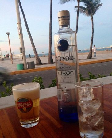 Boteco Praia : No final da tarde para início da noite um happy hour é ótimo!