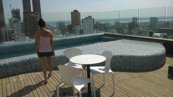 NH Collection Barranquilla Smartsuites Royal: terraza/ piscina