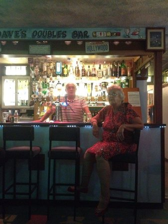 Briny View Hotel: David and Susan in the bar