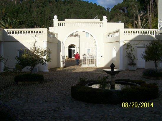 Cascade Manor: Courtyard