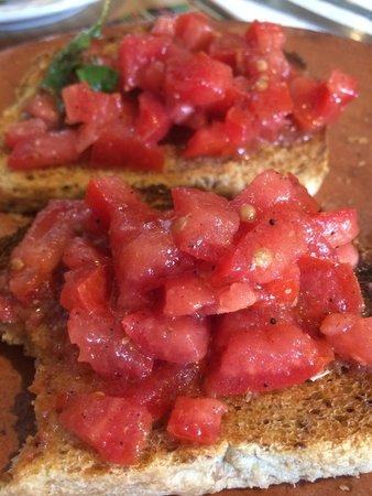 L'Arrabbiata: Bruschetta di pomodoro e basilico
