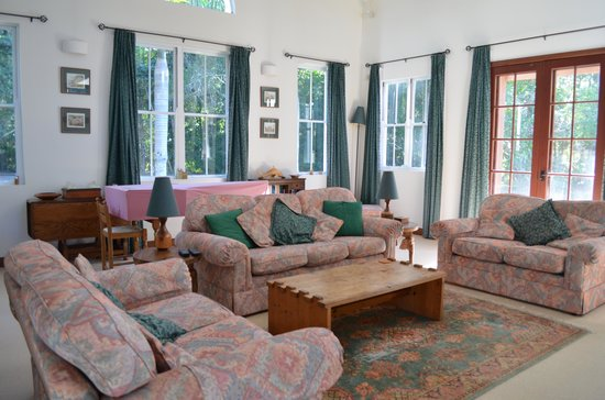 Kingfishers Manor: Lounge Room