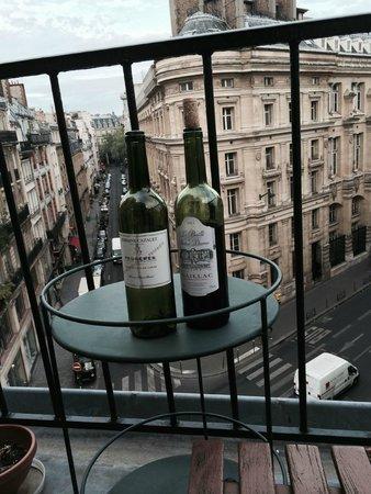 Office de Tourisme et des Congrès de Paris : We were greeted with a bottle of wine.