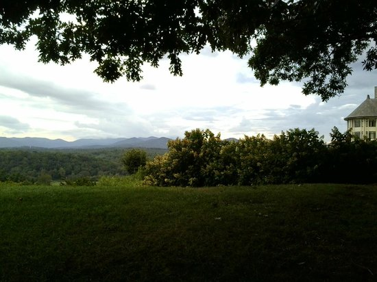 The Inn on Biltmore Estate: View of Mountains from Hotel