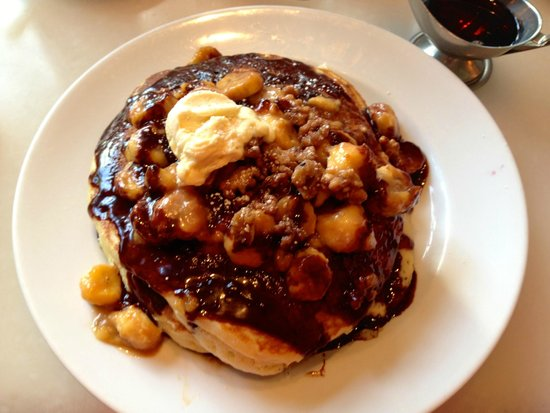 Hilton Waikiki Beach: MAC 24/7 Bananas Foster pancakes