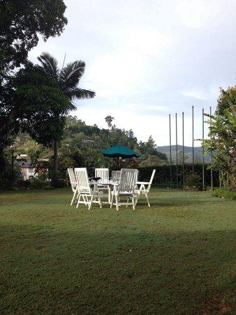 Bandarawela Hotel : Bandarawale - Afternoon Tea Table