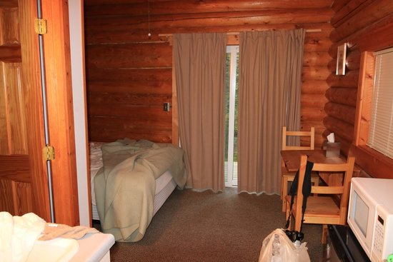 Park's Edge Log Cabins: Cabin 2