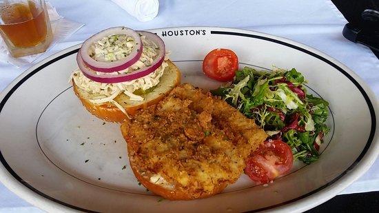 Houston's : Gulf Coast Fish Samwhich - Yum!