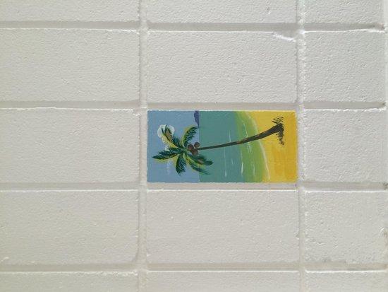 Tropical Palms Inn: Cute tile in bathroom