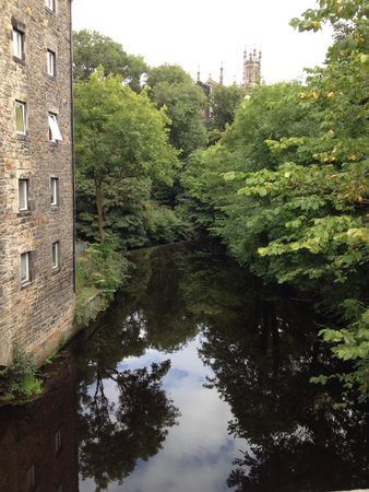Bell's Brae House Bed and Breakfast: The Water of Leith