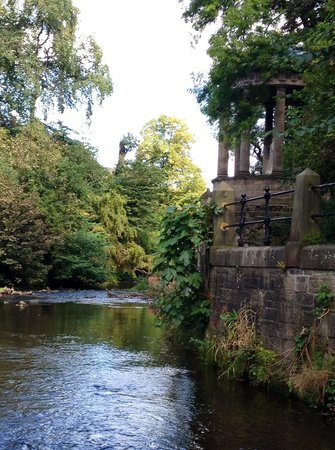 Bell's Brae House Bed and Breakfast: Grecian gazebo on Water of Leith