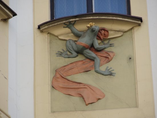 Personal Prague Guide: Art Deco Frog