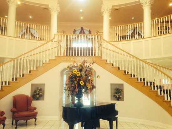 Cumberland Inn and Museum: lobby staircase