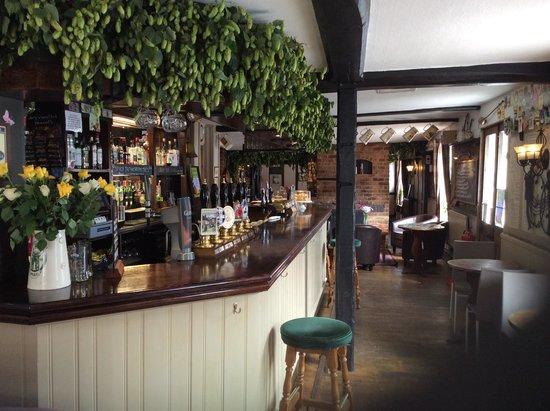 The Crispin Inn Bar & Restaurant: Main bar
