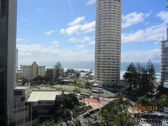 Mantra Crown Towers: Surfer Paradise beach from Bed Room