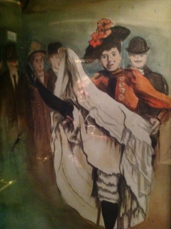 Villa Royale: There are paintings of Moulin Rouge on the outside wall of the lift so it is worth going up and