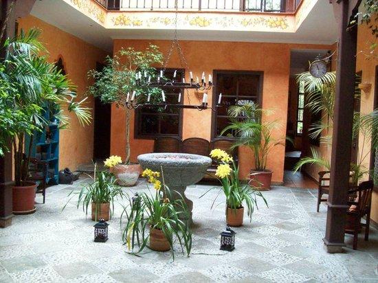 Hotel Casa del Aguila: Inside Lobby