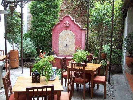 Hotel Casa del Aguila: Cozy Dining Room
