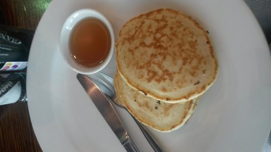 Macaron: very plain pancakes. I could do this at home.