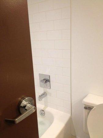 Four Points by Sheraton Edmonton South: entering the washroom