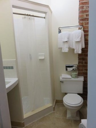 Prytania Park: Room 204 bathroom