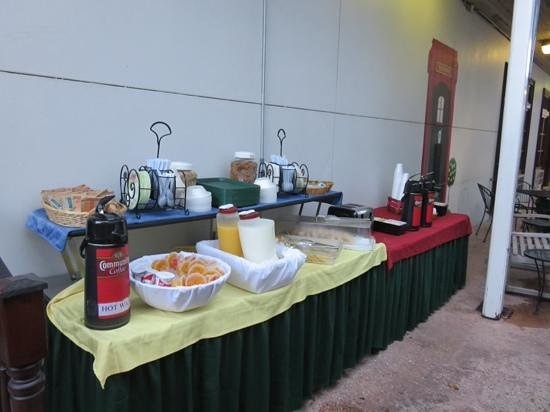 Prytania Park: Continental breakfast