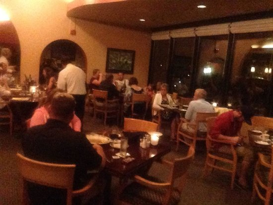 Fathoms Restaurant & Bar : Dining Room
