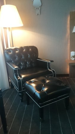 "Mövenpick Hotel Stuttgart Airport & Messe: chaise ""déco"""