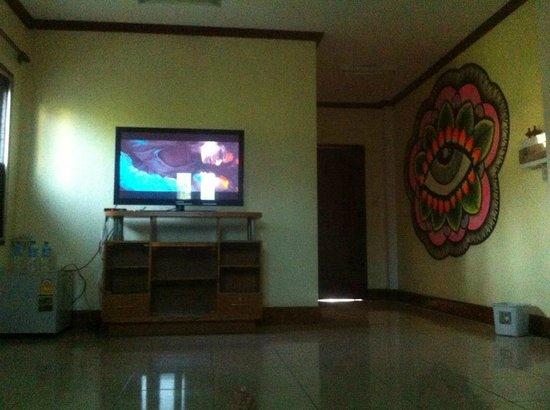 Khammany Inn: TV