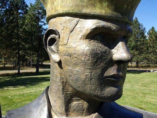 Farragut State Park : Monument