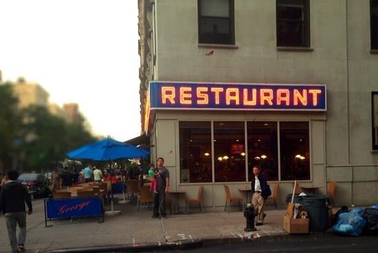 Tom's Restaurant : a la espera de Kramer