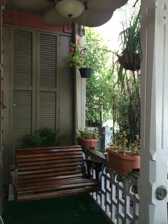 1870 Banana Courtyard French Quarter / New Orleans B&B : Wonderful place to sit and wait for your tour to pick you up!