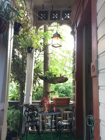 1870 Banana Courtyard French Quarter / New Orleans B&B: Lovely New Orleans front porch!