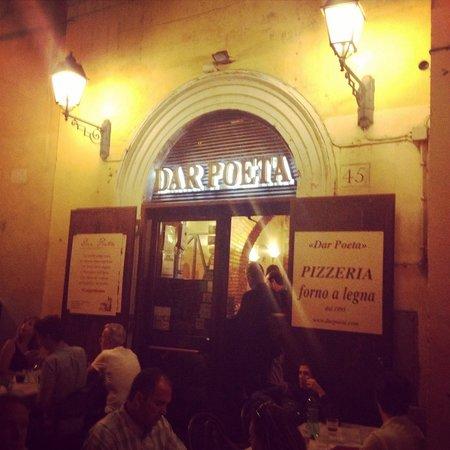 Dar Poeta: Posto veramente bello ,e si mangia una pizza squisita !!