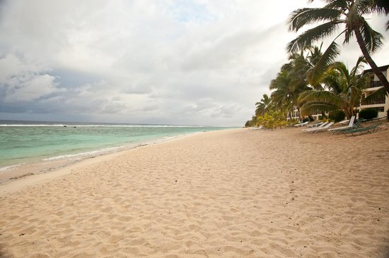 The Edgewater Resort & Spa : Beach in front of the Resort