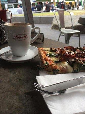 Brunetti : Pizza!