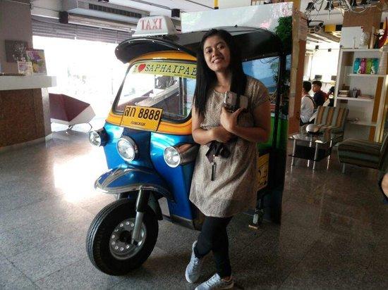 lobby saphaipae hostel, bangkok