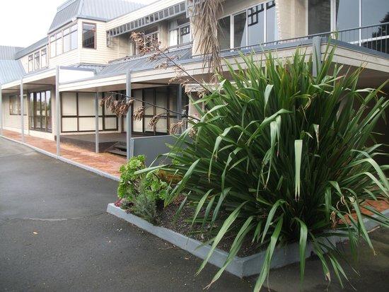 Pacific Park Suites: Exterior