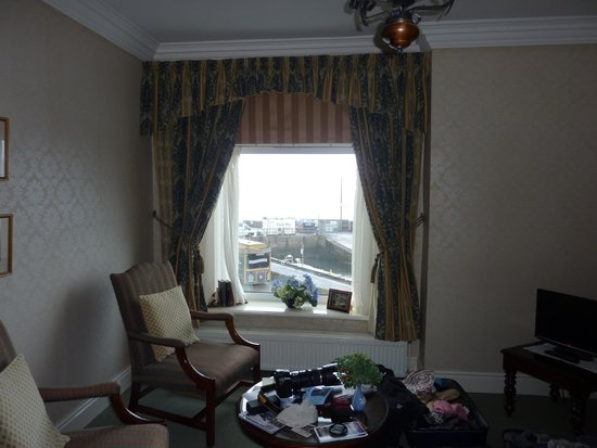 The Olde Ship Inn: Room view of sea