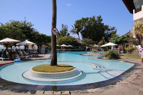 Club Bali Mirage: Pool, taken from kiddies end