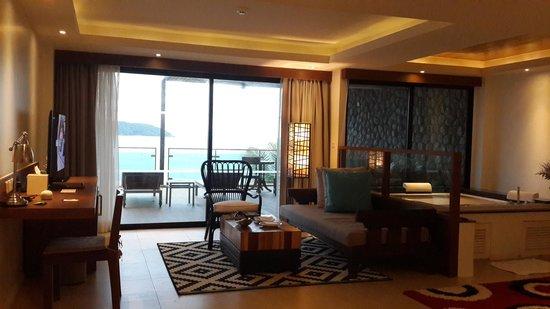 Awesome U Zenmaya Phuket: Living Room And Jacuzzi