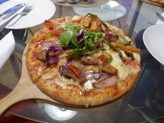 The Steading Bistro : Vegetarian Pizza served at the Steading