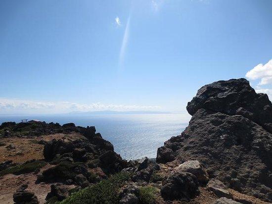 Mt. Esan: 遠くに下北半島を望む山頂付近