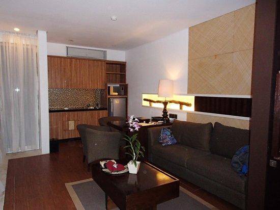 Puri Hiromi: Kitchen - Lounge